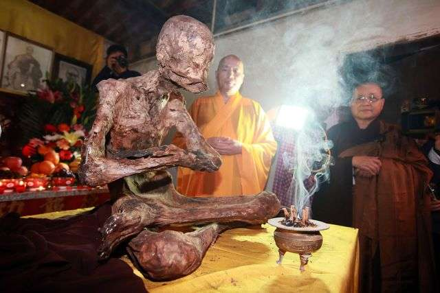 200 year old mummified corpse myhanh A mummified body of a monk was found and it's said to be 200 years old it's also said to be alive by some bhuddist experts  this gives the mongolian corpse cops something of a dilemma as the .