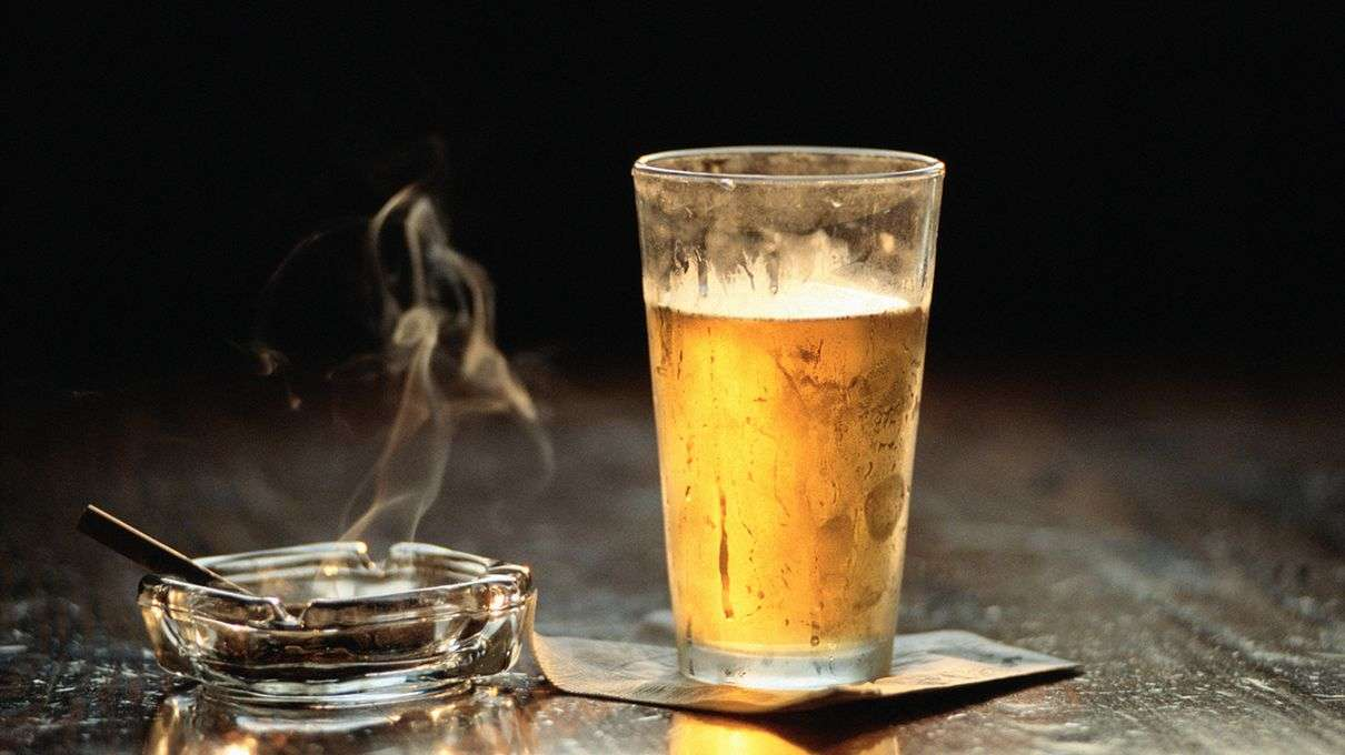 cigarette smoking and alcohol drinking and Smoking cigarettes and drinking alcohol can do a number of things to a person's body not only do these two habits have many negative.