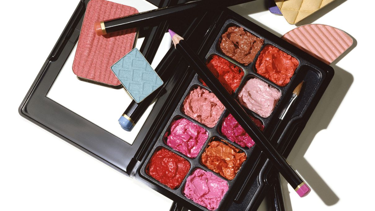 Howstuffworks: Fill Up Your Makeup Bag and We'll Guess if