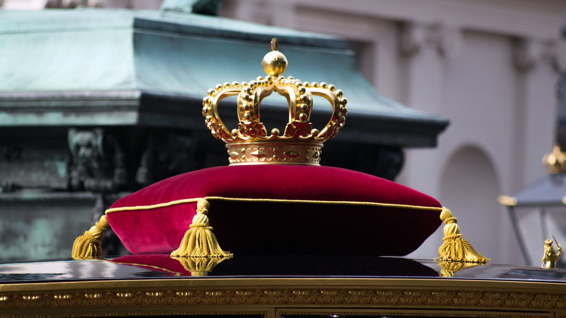 Howstuffworks: Which Real-Life Crown Matches Your Personality?